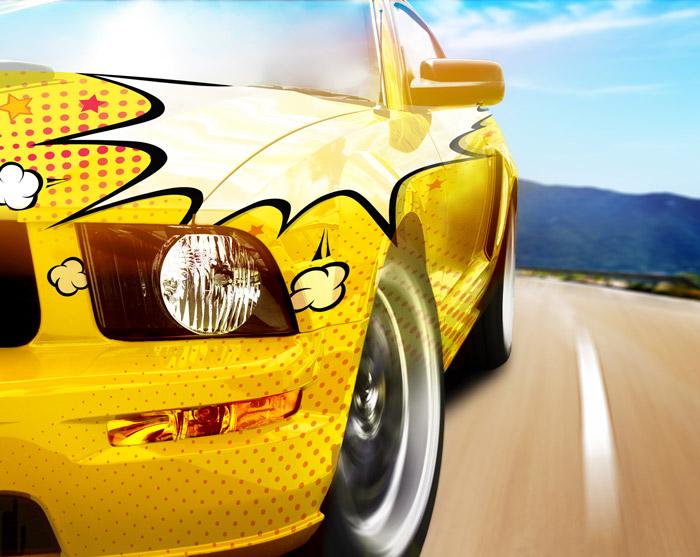 Sportowe auto z naklejkami wielkoformatowymi koloru komiksowego